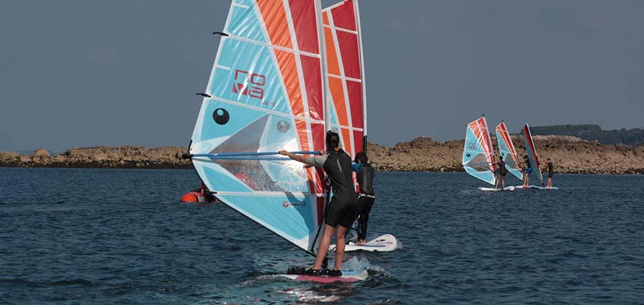 Planche à voile ou catamaran